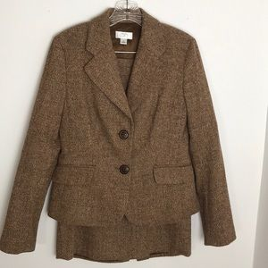 Ladies Ann Taylor two-piece skirt suit size 4